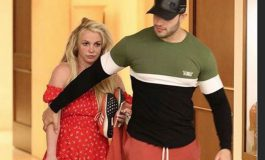 Britney Spears luce irreconocible al salir de centro de salud mental (Video)