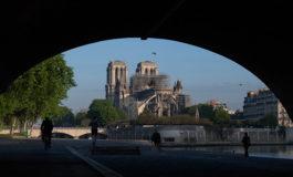 Trump asegura que ofreció ayuda al papa Francisco para reconstruir Notre Dame