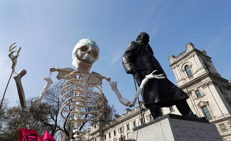 Más de 100 detenidos en marchas por el clima en Londres