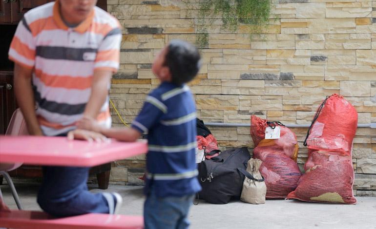 EEUU retorna unidades familiares, reafirma que menores no son escudos fronterizos