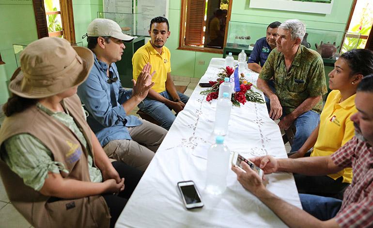 """""""Queremos a una Honduras como santuario de Guacamayas"""""""