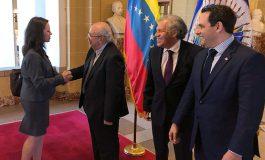 Opositor arremete contra Maduro