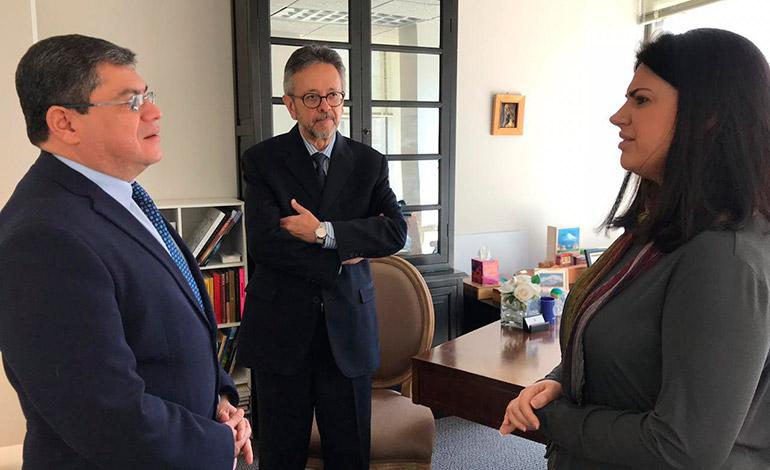 Embajadora de la ONU aborda tema migratorio con ministro de gobernación