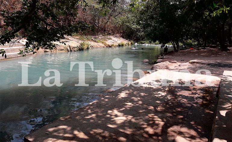 """El río """"Coyolar"""", famoso por sus cristalinas y azules aguas naturales"""