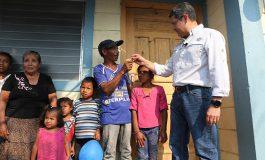 Humilde familia campesina recibe vivienda digna de Vida Mejor