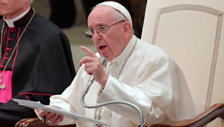 """El papa pide hablar de """"personas migrantes"""" para abordar el tema con respeto"""
