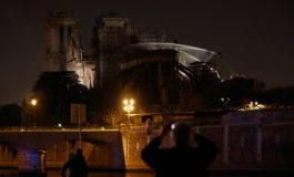 La catedral de Notre Dame de París, desfigurada por un incendio pero en pie