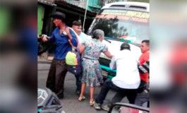 Ayudantes de autobuses se pelean pareja de ancianos en Choluteca (Video)
