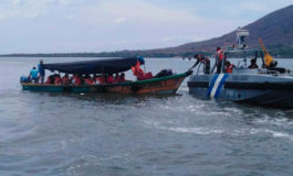 Naval rescata turistas varados en lancha