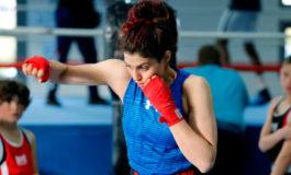 Boxeadora iraní Sadaf Khadem no regresará a su país por supuesta orden de arresto