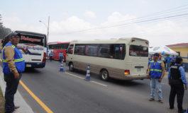 Reportan revisión de 2,800 autobuses para excursiones