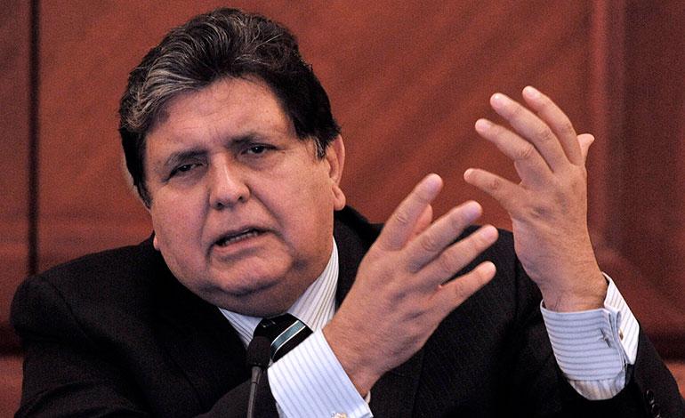 El expresidente peruano Alan García se dispara al ser detenido