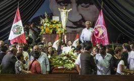 Miles de seguidores, políticos y autoridades despiden a Alan García en Lima