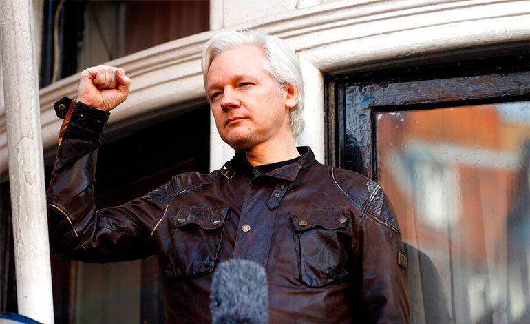 Múltiples reacciones a la detención de Julian Assange