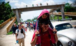 Migrantes en Tapachula emprenden su camino hacia EE.UU.