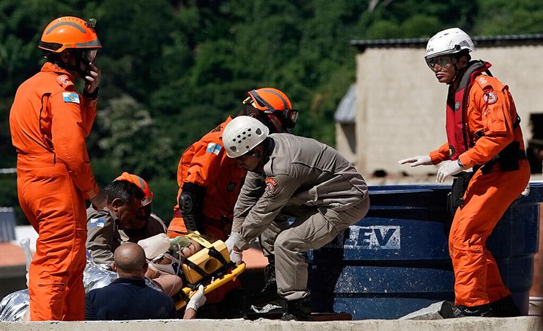 Siete muertos por edificios derrumbados en Río