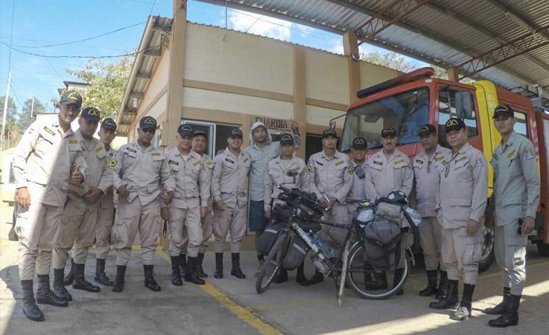 ¡Enamorado de Honduras!, brasileño que recorre el mundo en bicicleta