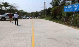 Roatán recibe a turistas con carretera nueva