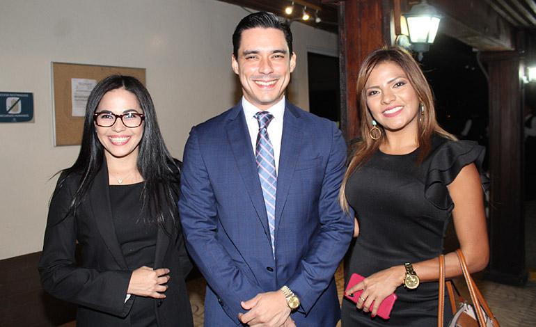 Ana Regina Sánchez, Kilvett Bertrand, Saraí Espinal.