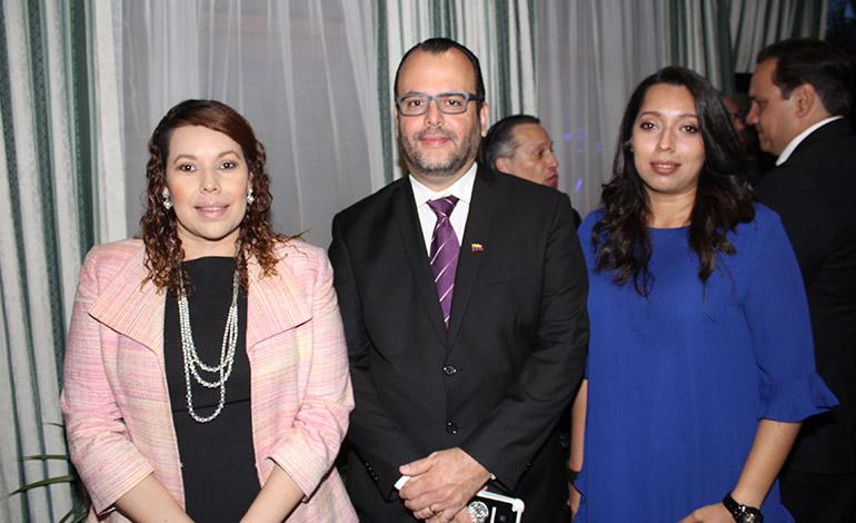 Paola Hernández, Álvaro Albornoz, Sohelka Hernández.