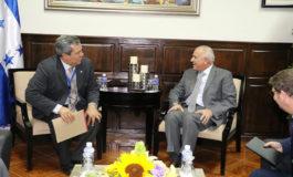 Presidente del BCIE y Mauricio Oliva dialogan sobre proyectos