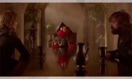 Elmo lleva la paz a los siete reinos al enseñar lo que es el respeto