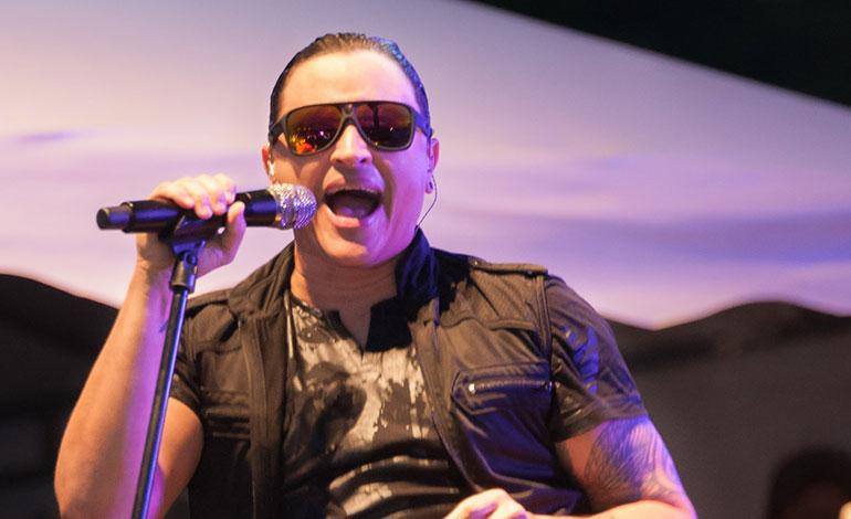 """Elvis Crespo lanza reedición de su disco """"Suavemente"""", en su 20 aniversario"""