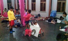 Evacúan a más de 350 turistas por lluvias en Tela, Atlántida