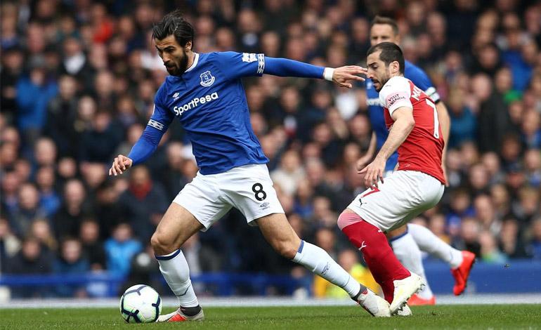 Everton sorprende al Arsenal y le deja fuera del podio