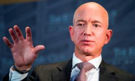 Jeff Bezos reta a sus competidores a subir los salarios a sus empleados