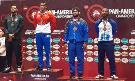 Kevin Mejía con medalla de bronce panamericana