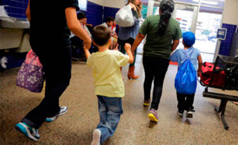 Migrantes de al menos 20 países esperan salvoconducto en el sur de México