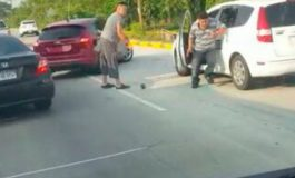 Conductor golpea a taxista que le chocó el carro, porque quiso huir (Video)
