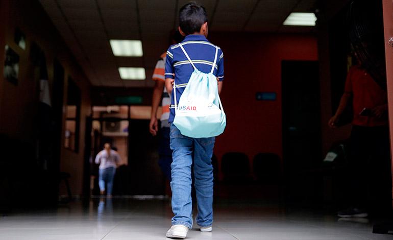 Estados Unidos deporta a Honduras a 13 menores y sus padres