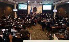 Diputados se enfrentan por aprobación de dos dictámenes