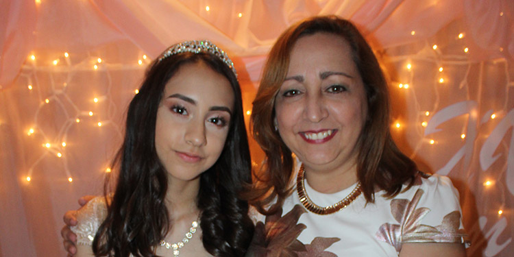 Pamela Giselle Ramírez junto a su madre Marisabel Rivera.