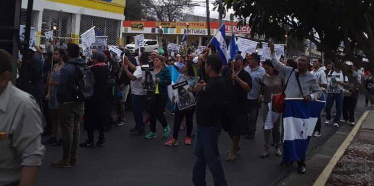 La marcha de las antorchas se desarrolló de manera pacífica en el bulevar Morazán.