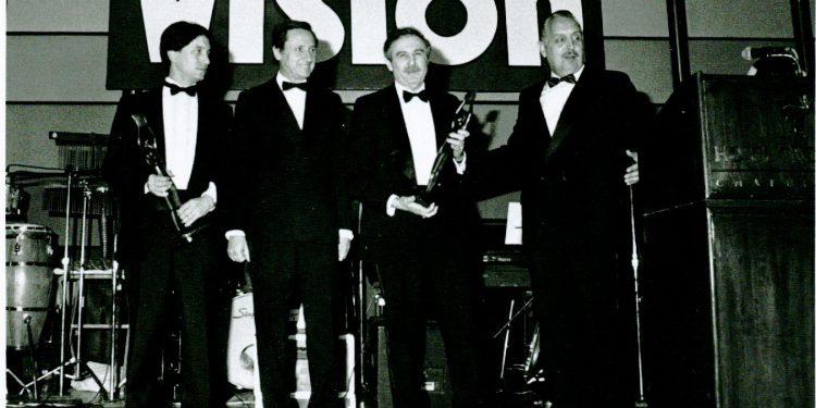 Premio de la revista Visión recibido en marzo de 1989.