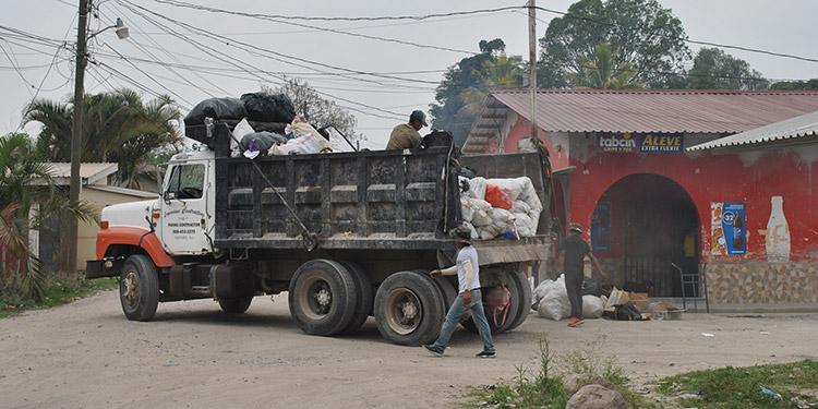La falta de vehículos especializados y la falta de apoyo de la ciudadanía en ser ordenada con la basura llevaron a una crisis en Siguatepeque.