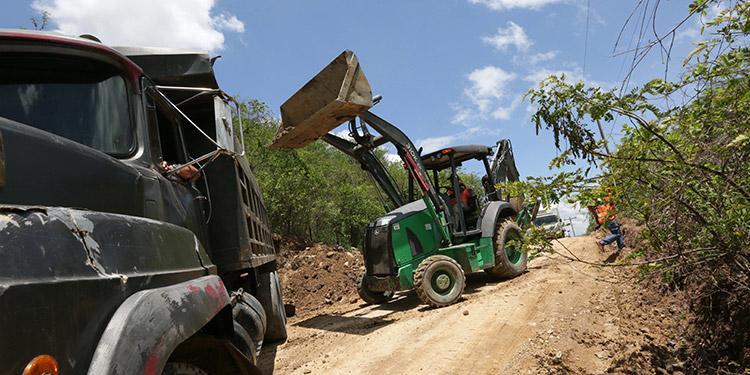 Los trabajos de construcción de la moderna carretera secundaria que conectará a los municipios del sur comenzaron desde el lunes anterior.