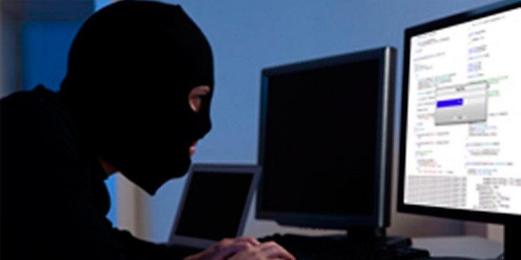 Tener una computadora o un teléfono inteligente conectado a internet, convierte en presa fácil a cualquiera, otros de manera remota extraen información con fines de dañar de cualquier manera.