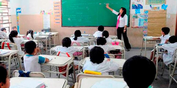 Los docentes darán clases, a la espera de que el próximo lunes el gobierno les dé una respuesta a sus peticiones.