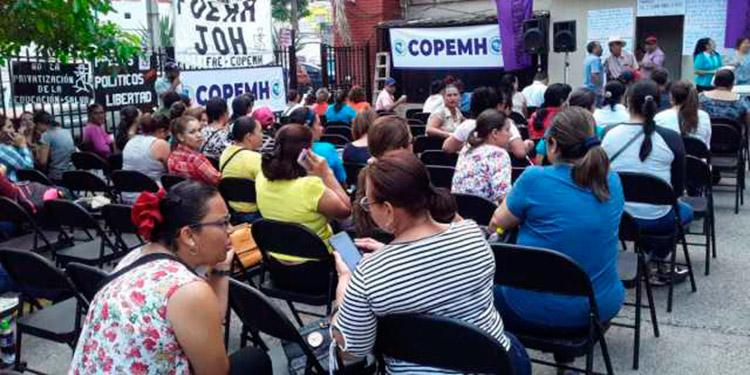 Los profesores realizaron la asamblea en la sede del Copemh.