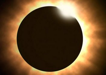 La posición del Sol ante la Luna al momento del evento celestial.