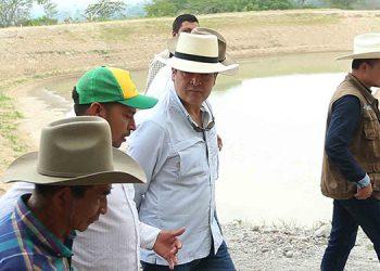 El Presidente Juan Orlando Hernández conversó ayer con los productos de la Asociativa Crucita Oriente.