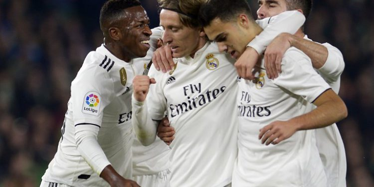 Real Madrid's Croatian midfielder Luka Modric (2L) celebrates a goal with teammates during the Spanish League football match between Real Betis and Real Madrid CF at the Benito Villamarin stadium in Seville on January 13, 2019. (Photo by CRISTINA QUICLER / AFP)