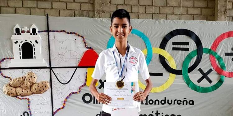 El jovencito José Francisco Villeda Cárcamo primero viajará a las olimpiadas en República Dominicana y luego a las mundiales en Inglaterra.