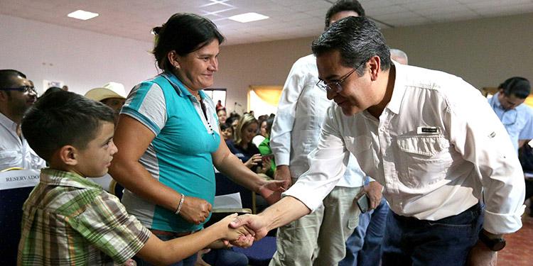 """""""El Gobierno está para facilitar al más humilde y trabajador"""", remarcó Hernández."""