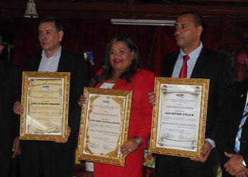 Los galardonados con premios periodísticos de la Asociación de Prensa Hondureña Capítulo de Danlí.