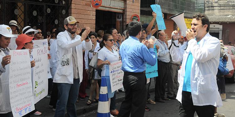 Médicos al gobierno: No hay diálogo si no se derogan decretos